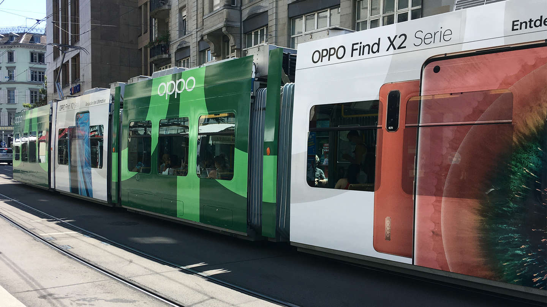 Oppo Tramwerbung & -Beschriftung Fensterseite